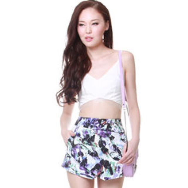19f6a20a4f3 TCL Floral Wonderland Shorts in Navy (M)