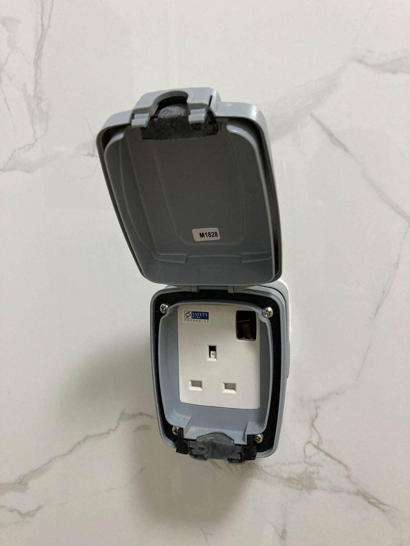 Mk Masterseal U2122 Compact Weatherproof Switch Socket Outlet
