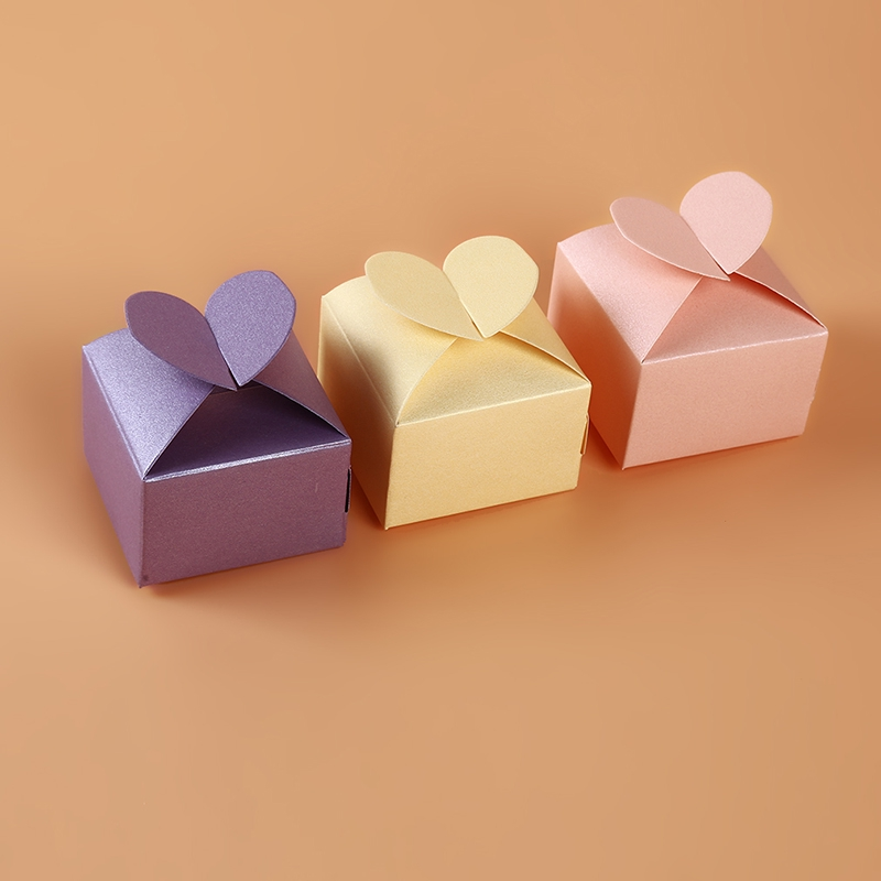 Set of 12 Cupcake Shaped Party Favor Boxes w Hearts Valentines Day