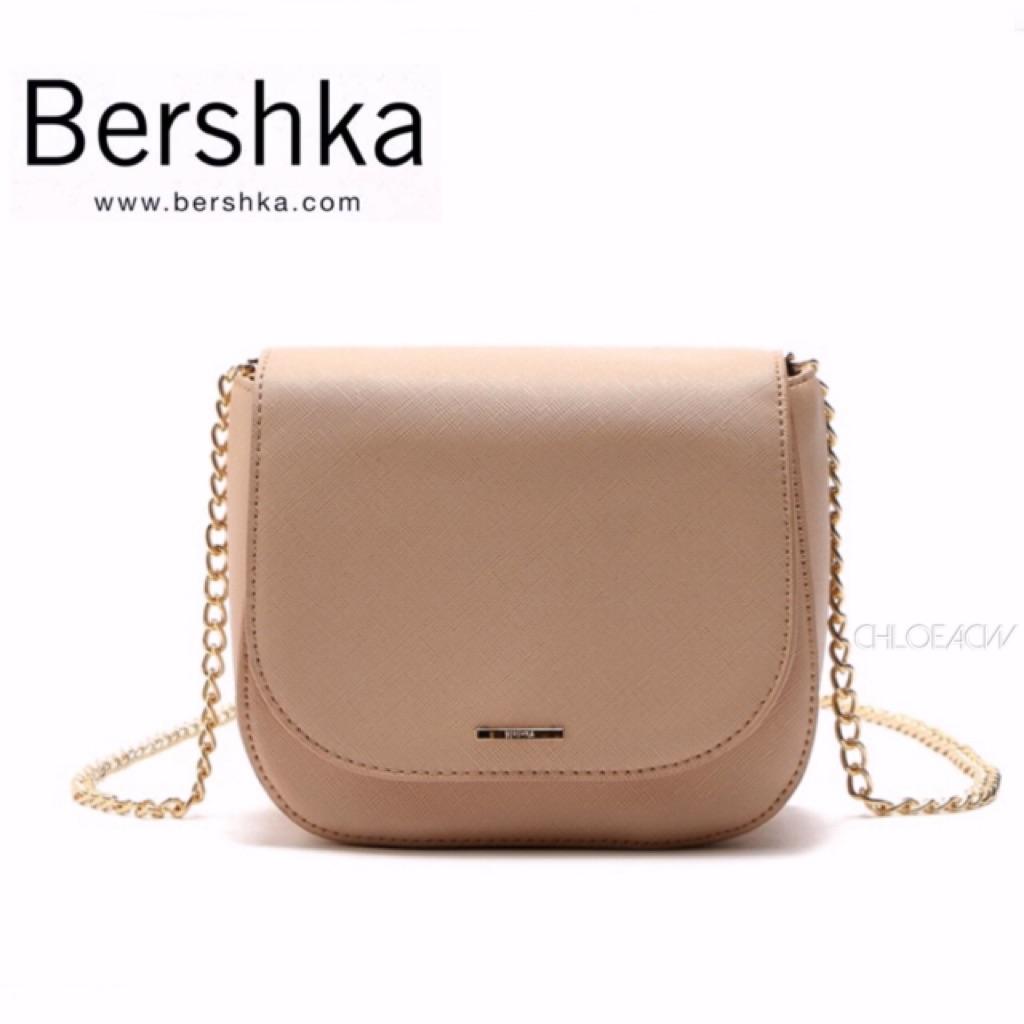 Bershka Small Bag with Chain  cd43df8845fd1