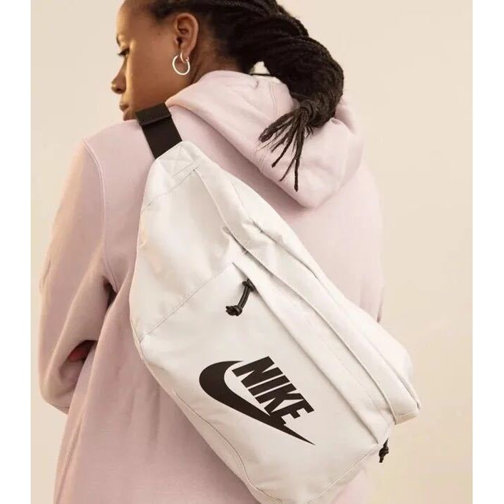 3b9409cbd19c INS the most popular bag Nike MINI swoosh shoulder bag with clips ...